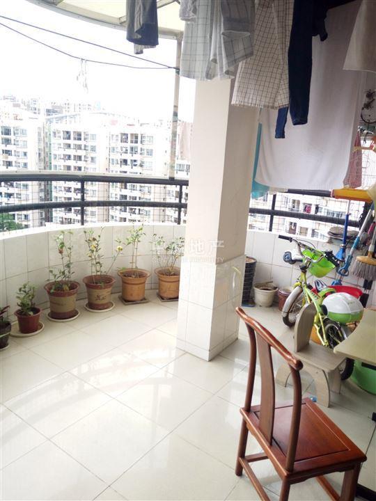 简欧风格客厅带花园阳台