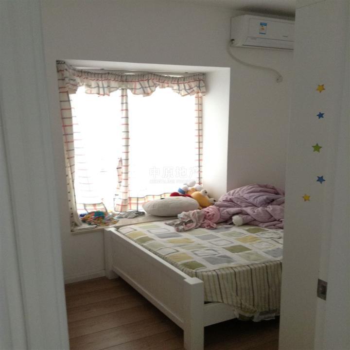 真实卧室素颜照