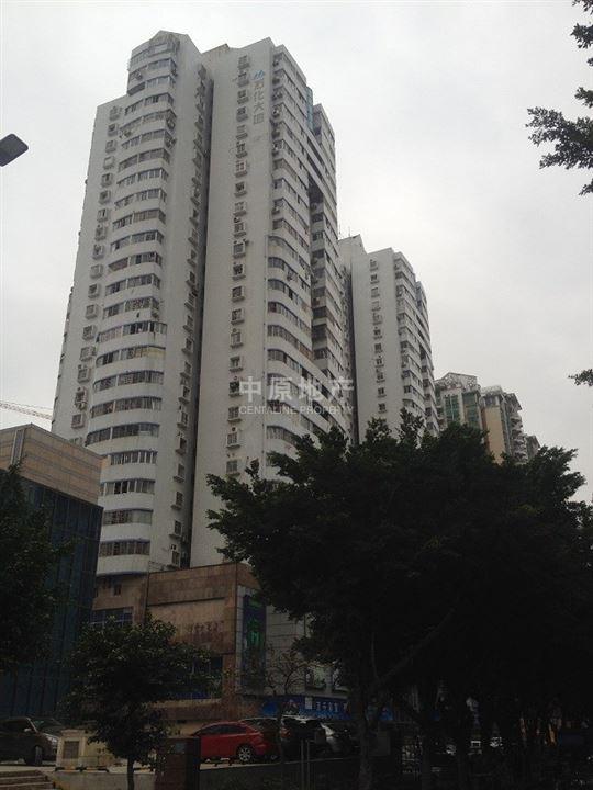 深圳中原地产秉承中原集团公开资讯、公平交易、不炒楼、不食差价的 传统,服务于我们的客户,致力于为客户提供一、二手房、洋房的买卖、租赁一站式服务,成就、置业、居家的梦想。 小区概况 东乐花园由118栋独立楼盘组成的成熟大社区,配套齐全,5栋高层,112栋多层南北通透通风采光佳,方正实用,4个出入门,通4条路,4个车站点。1988年批地,50年产权,结构是钢筋混泥土,占地面积178000平方米。 周边配套 配套二层共计19971.