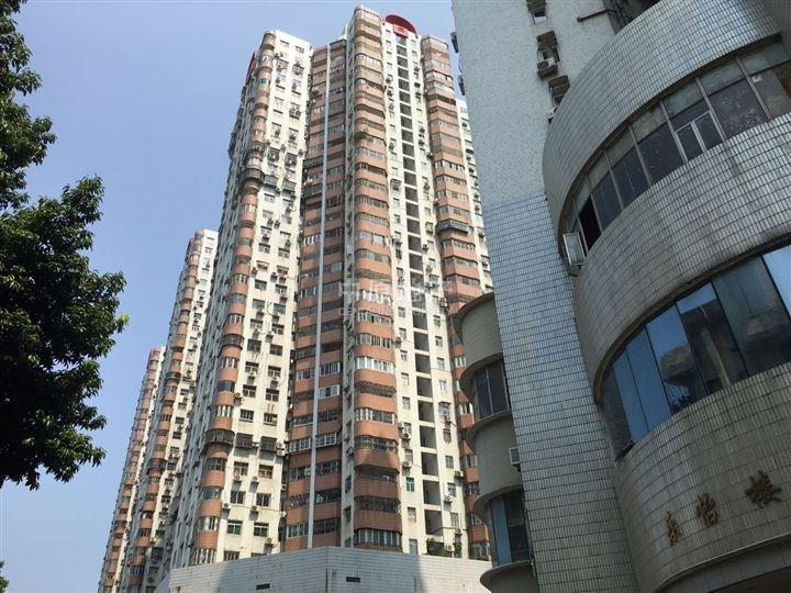 """深圳中原地产秉承中原集团""""公开资讯、公平交易、不炒楼、不食差价""""的 传统,服务于我们的客户,致力于为客户提供一、二手房、洋房的买卖、租赁一站式服务,成就、置业、居家的梦想。 小区概况 东乐花园由118栋独立楼盘组成的成熟大社区,配套齐全,6栋高层, 112栋多层南北通透通风采光佳,方正实用,4个出入门,通4条路,4个车站点。 周边配套 小区环境优美,生活交通便利,是您居家。交通优势:罗湖区太宁路,三地铁口物业,小区门口就是地铁五号线 环中线 太安站。家门口就是公交站:四大银行、布心"""